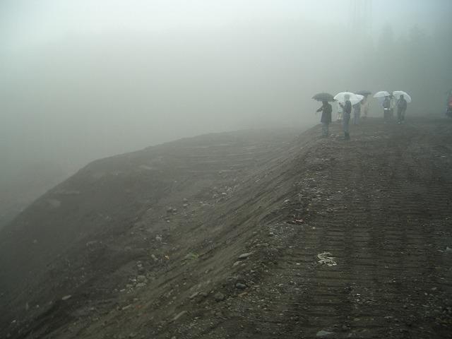 富士山麓の土採取現場を視察_f0141310_23572445.jpg