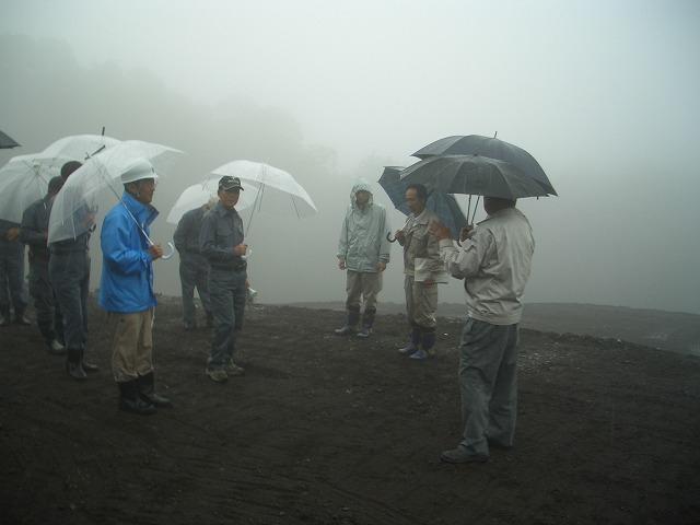 富士山麓の土採取現場を視察_f0141310_23573768.jpg