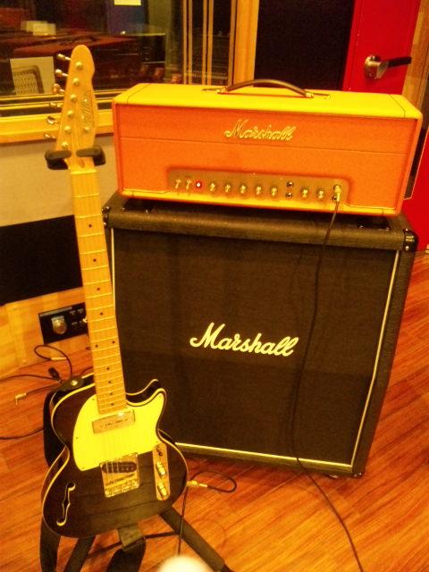 エレキギターで弾き語る! _f0115311_23354100.jpg