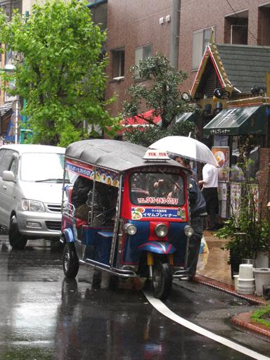 タイ料理屋『イヤムプシャナー』のトゥクトゥク