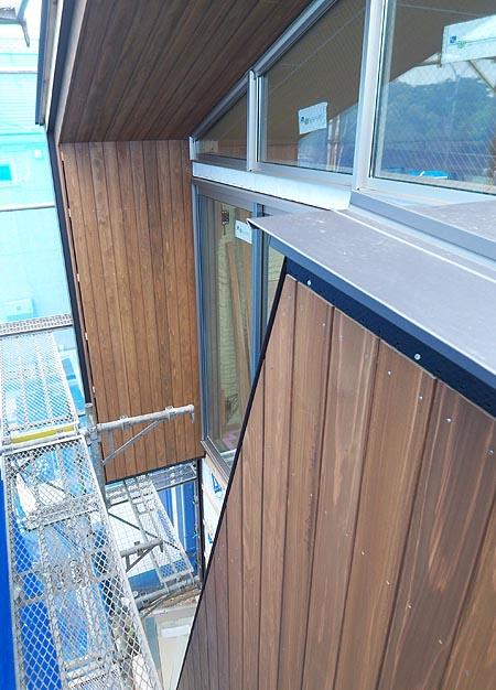 横浜K邸 木外壁張り完了_d0017039_111359.jpg