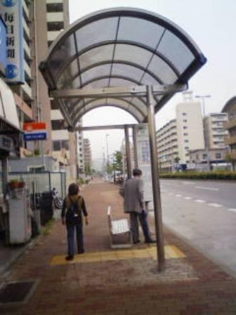 御蔵菅原北行きバス停に屋根がつきました。_c0148581_193152.jpg