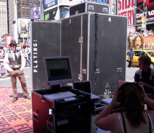 タイムズ・スクエアに登場した1人用の劇場!_b0007805_2231794.jpg