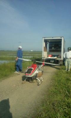 転作の飼料米の種まきをヘリコプターで_d0026905_6374384.jpg