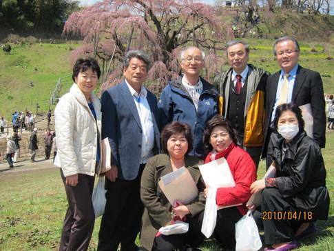 福島県三春町の三春滝桜と三春人形_a0165546_1752595.jpg