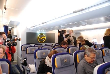 ルフトハンザ エアバスA380機内、初公開!_b0053082_17174643.jpg