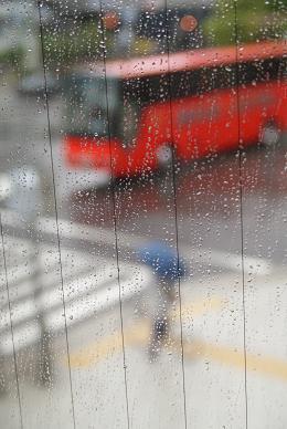 雨降りと切符切り_f0202682_14431220.jpg