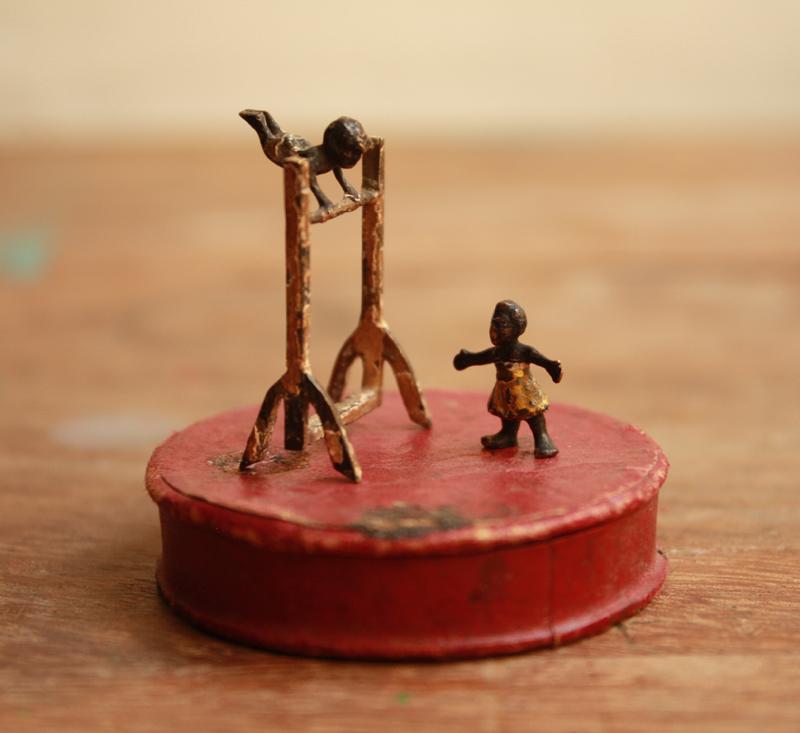 鉄棒をする少年ふたり ヴィエンナブロンズ_f0074803_23411230.jpg