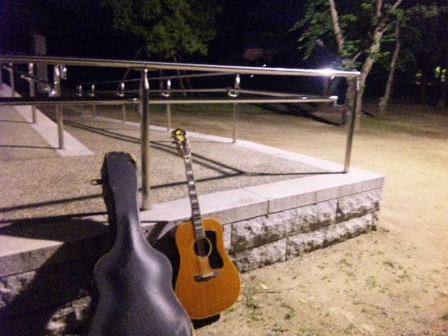 夜の練習with Guild D-55_f0197703_127310.jpg