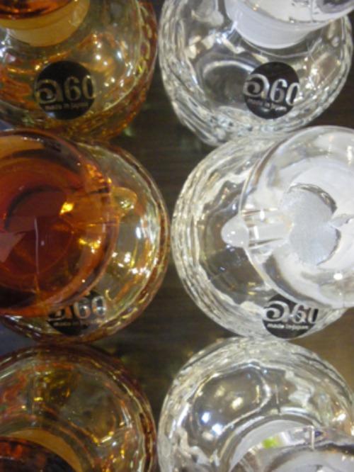 石塚硝子の得意とする液タレしない調味料入れの技術力と、ルックの特徴的な彫刻がミックスされた新商品!_b0125570_10571239.jpg