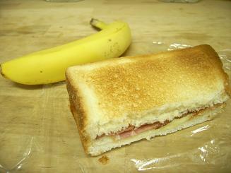 サンドイッチと新聞配達_f0202682_1681093.jpg