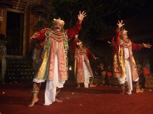 ウブドの舞踊公演_d0083068_1834102.jpg