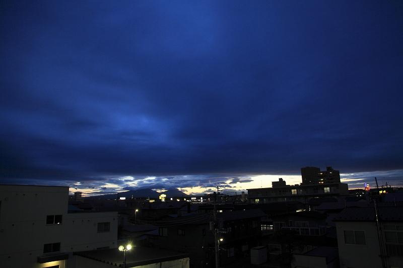 夕方、雲の切れ目が_a0160581_19475651.jpg