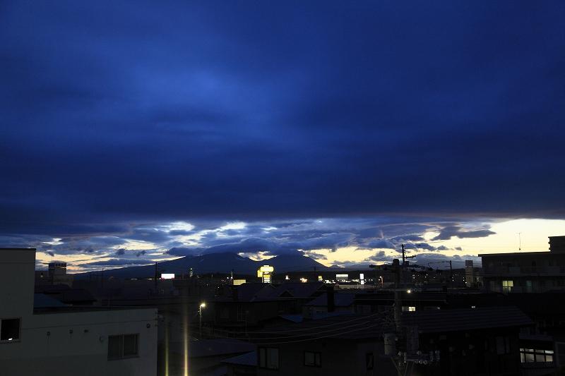 夕方、雲の切れ目が_a0160581_194885.jpg