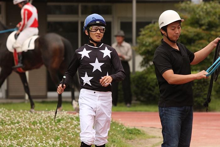 宮川実騎手がレースに復帰!!_a0077663_2234158.jpg