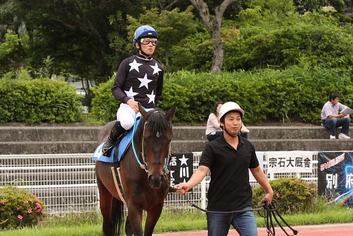 宮川実騎手がレースに復帰!!_a0077663_22344343.jpg