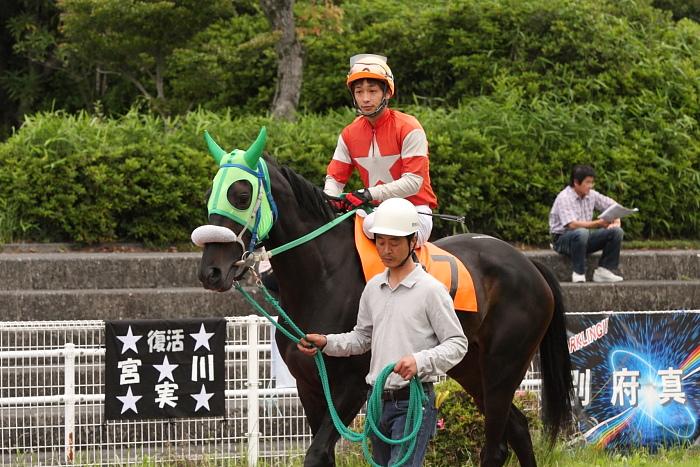 宮川実騎手がレースに復帰!!_a0077663_22345056.jpg