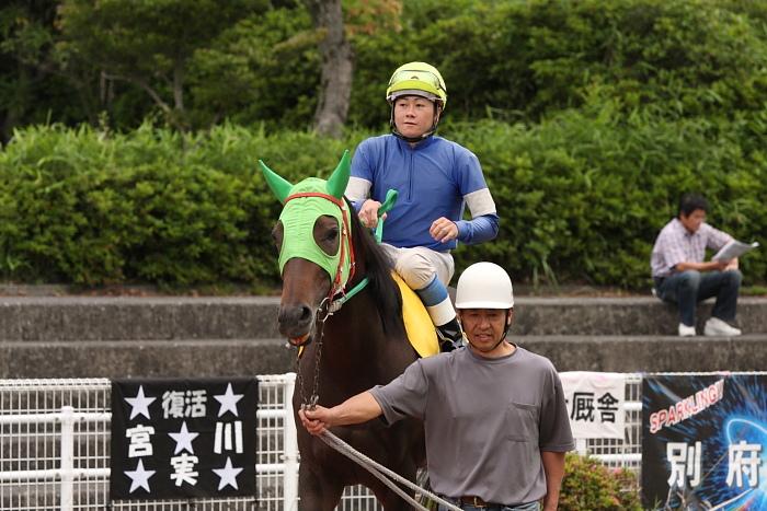 宮川実騎手がレースに復帰!!_a0077663_22345890.jpg