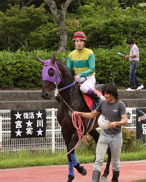宮川実騎手がレースに復帰!!_a0077663_2235993.jpg