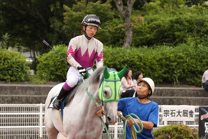 宮川実騎手がレースに復帰!!_a0077663_22531398.jpg