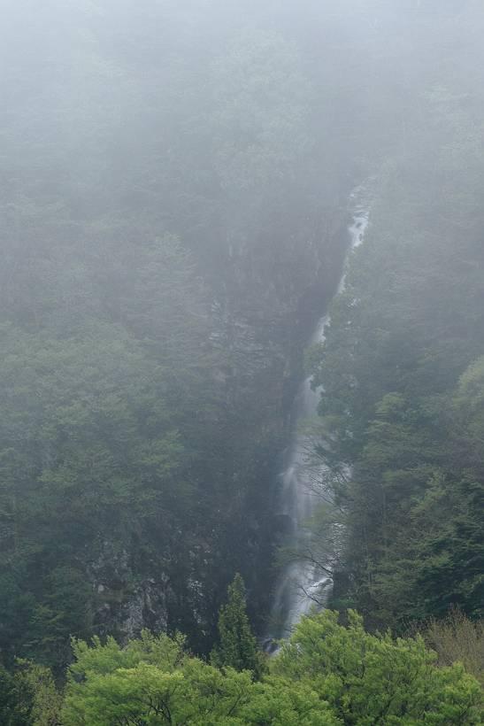 新緑の西吾妻スカイバレーの風景(1)_d0106628_6171394.jpg