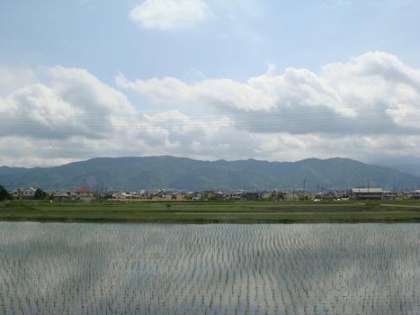 空の雲が田んぼに映って_a0014840_2128857.jpg