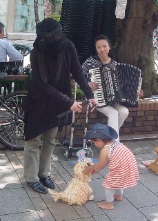 モップ犬Moffyの公演デビュー_d0152274_16422837.jpg