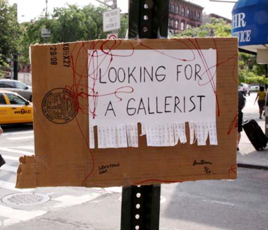 NYの街角アート? LOOKING FOR A GALLERIST_b0007805_13251129.jpg