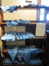 ちずぶるー「藍 濃淡さまざま展」_f0197821_1352439.jpg