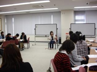 前スタッフ新津厚子さんに『ファシリテーション、ワークショップ講座』を実施してもらいました_c0167632_151056.jpg