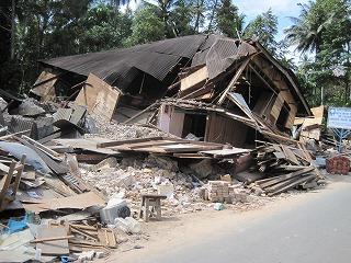 【JENの活動報告】スマトラ島沖地震の被害にあった子供たちとのワークショップ_e0105047_14564375.jpg