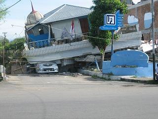 【JENの活動報告】スマトラ島沖地震の被害にあった子供たちとのワークショップ_e0105047_14571929.jpg