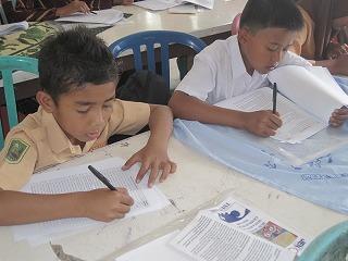 【JENの活動報告】スマトラ島沖地震の被害にあった子供たちとのワークショップ_e0105047_1459759.jpg