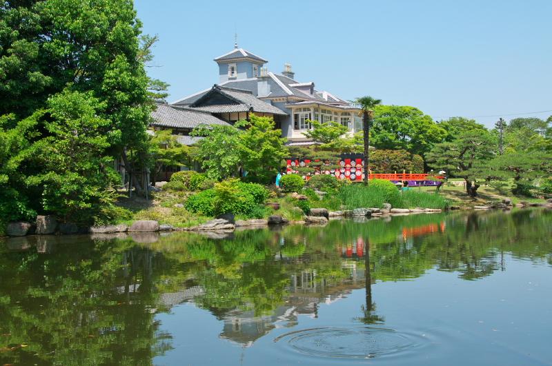 池に映る六華苑の春舞台_c0122270_644963.jpg