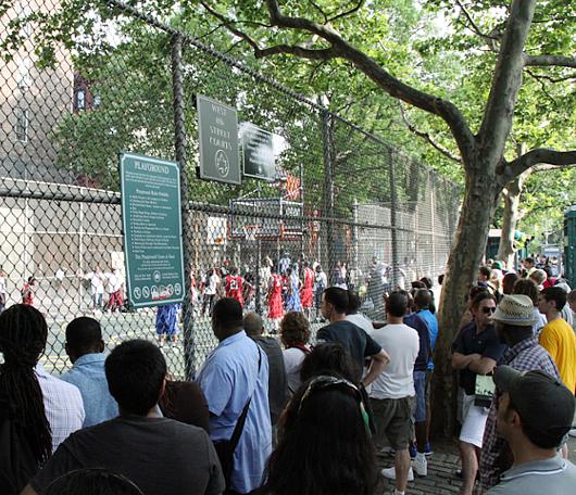 NYでストリート・バスケ観戦するなら、West 4th Street Court_b0007805_22482647.jpg