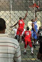 NYでストリート・バスケ観戦するなら、West 4th Street Court_b0007805_22483794.jpg