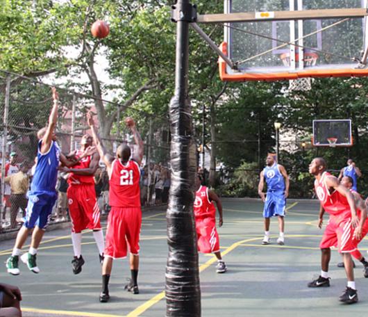 NYでストリート・バスケ観戦するなら、West 4th Street Court_b0007805_2249222.jpg