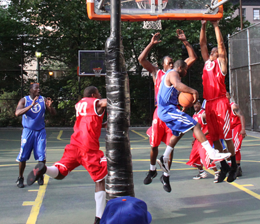 NYでストリート・バスケ観戦するなら、West 4th Street Court_b0007805_22495018.jpg
