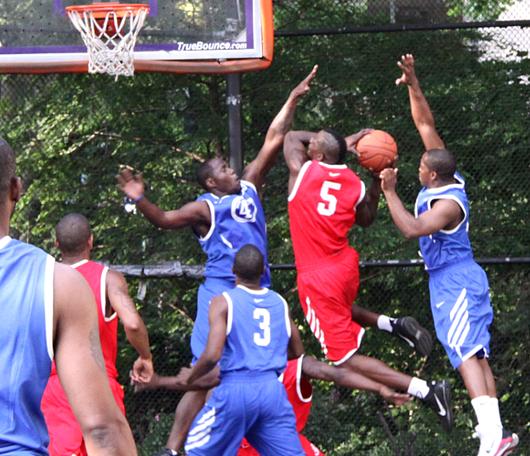 NYでストリート・バスケ観戦するなら、West 4th Street Court_b0007805_22502488.jpg