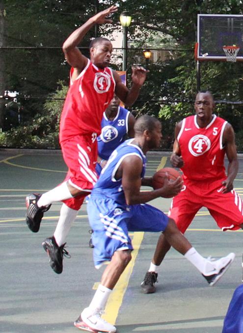 NYでストリート・バスケ観戦するなら、West 4th Street Court_b0007805_22552871.jpg