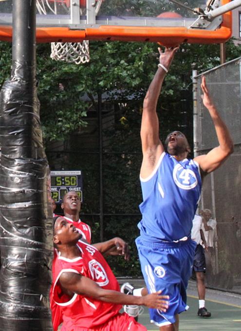 NYでストリート・バスケ観戦するなら、West 4th Street Court_b0007805_22554440.jpg