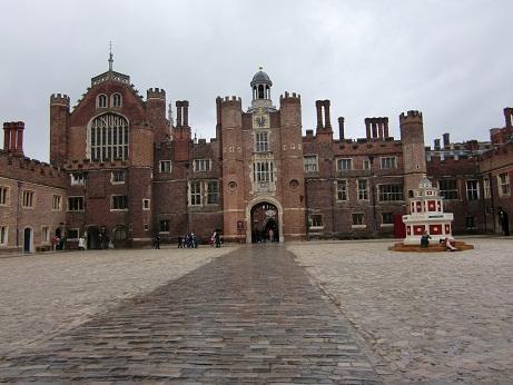 Hampton Court Palace(ハンプトン・コート・パレス)_c0079828_1771564.jpg