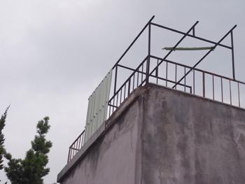 メンテナンスしない建物の末路_a0049695_15425874.jpg