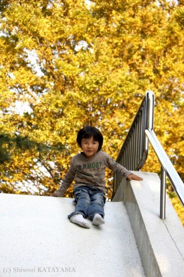 外でのびのび☆いつもの公園でパシャ!_d0170980_2313494.jpg