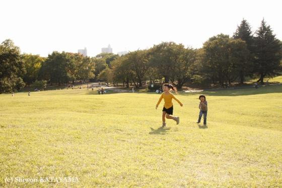 外でのびのび☆いつもの公園でパシャ!_d0170980_2394262.jpg