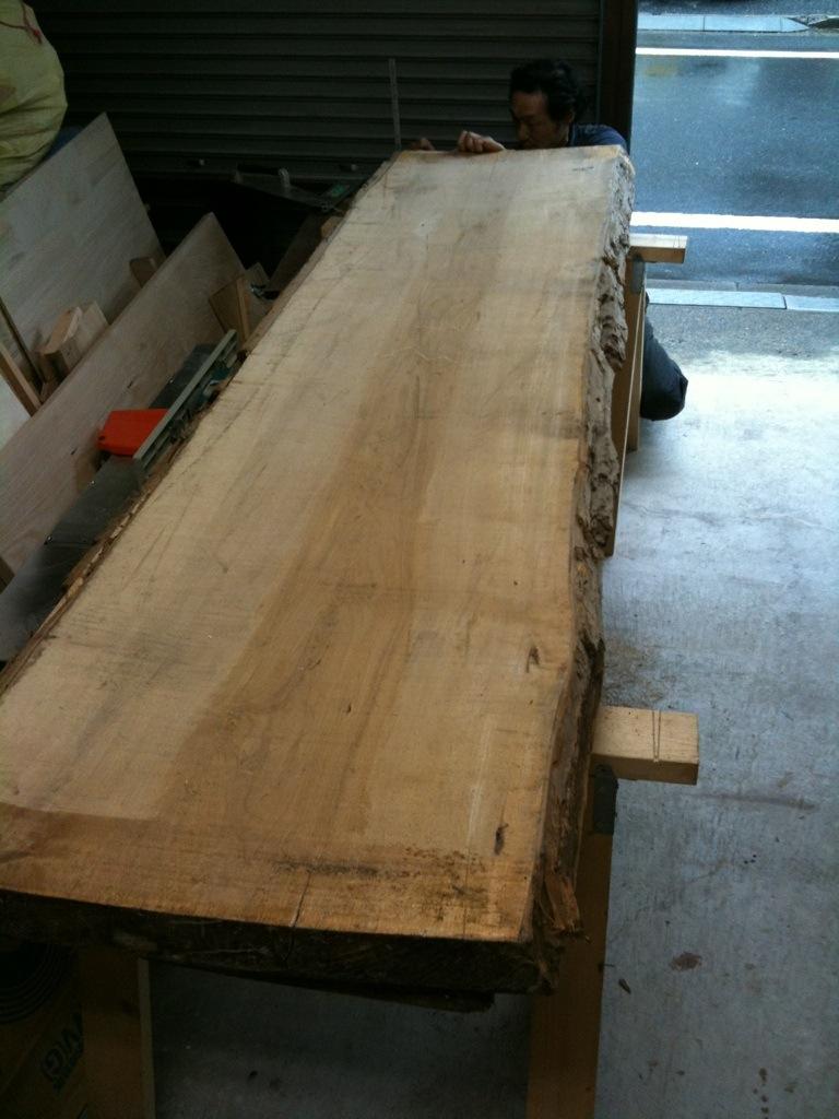 ダイニングテーブルは大きく_a0148909_1031138.jpg