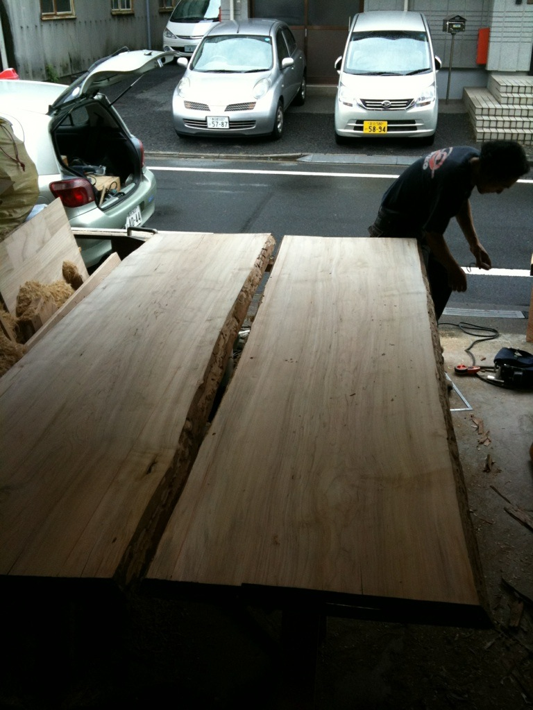 ダイニングテーブルは大きく_a0148909_10315989.jpg