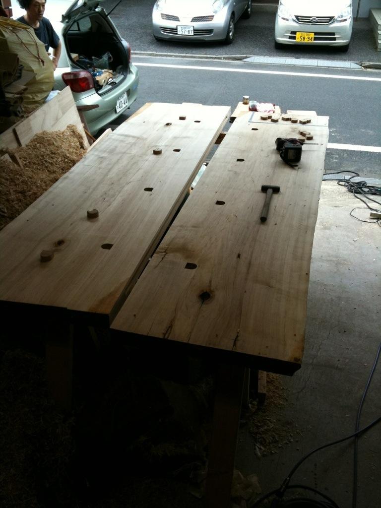 ダイニングテーブルは大きく_a0148909_10331510.jpg