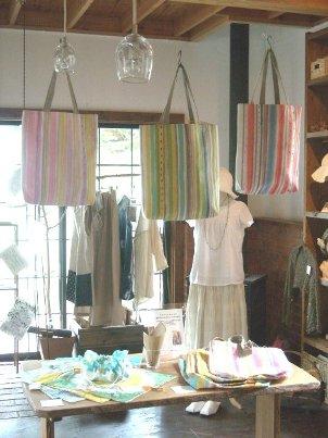 6月のzakkaは染織家・稲垣有里さんです。_b0154693_15055.jpg