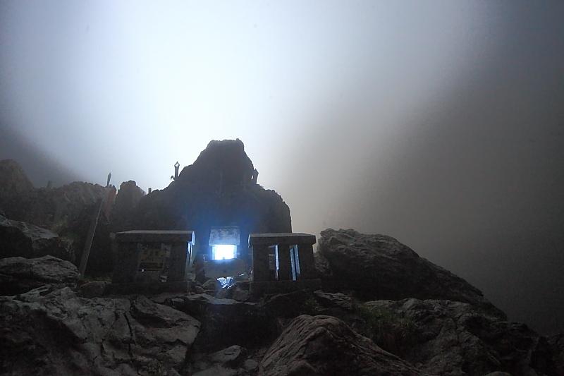 早池峰山頂の夜_f0075075_1312342.jpg